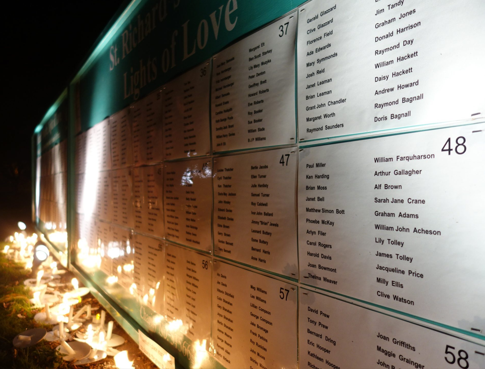 Dedicate a light in memory of loved ones